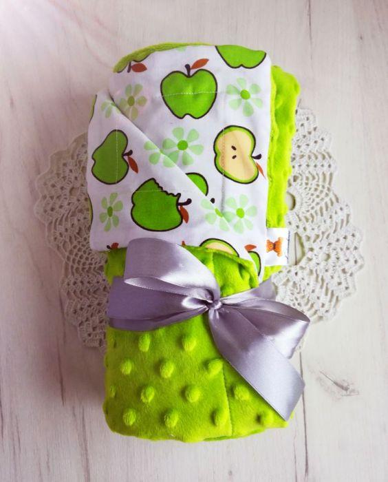 Kocyk minky + bawełna - zielone jabłuszka -