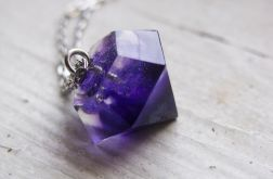 Długi naszyjnik z fioletowym diamentem