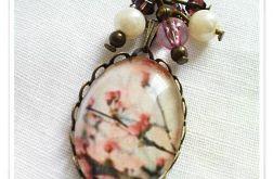 Romantyczny naszyjnik ze szklanym wypukłym oczkiem