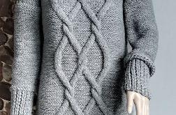 Długi szary sweter