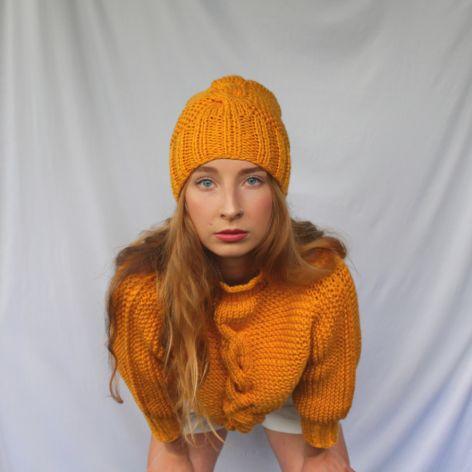 komplet miodowy sweterek i czapka