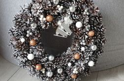 Wianek świąteczny z szyszek ręcznie robiony
