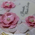 Pamiątka Chrztu Świętego z kwiatkami (4) - Piękne papierowe kwiatki 3D