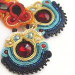Sutaszowe kolczyki w kolorystyce folk -