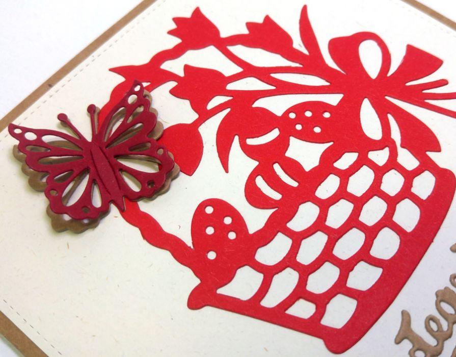 Kartka wielkanocna - czerwony koszyczek nr 2 - motylek 3D