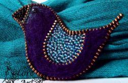 Fioletowy ptaszek- broszka z zamka
