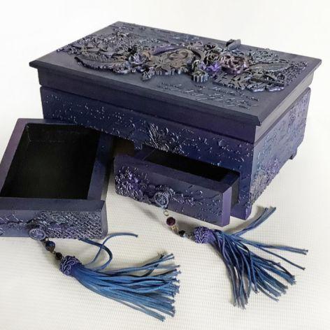 Toaletka, szkatułka, pudełko w fioletach