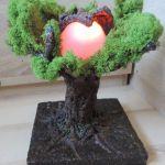 Rzeźba Drzewo Natura, zmienne barwy światła