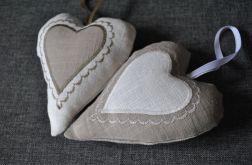 Kremowe lniane romantyczne serduszko z aplikacją