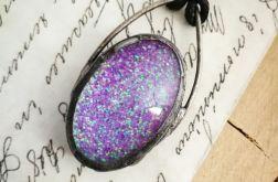 Violet glow - naszyjnik z brokatem w szkle