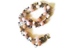 Naszyjnik z naturalnych różowych opali i miedzi