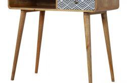 biurko drewno z monochromatyczną szufladą