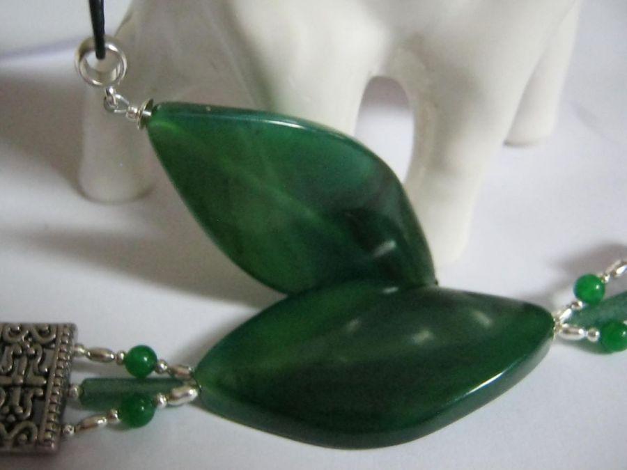 Bransoletka i wisiorek z zielonymi agatami