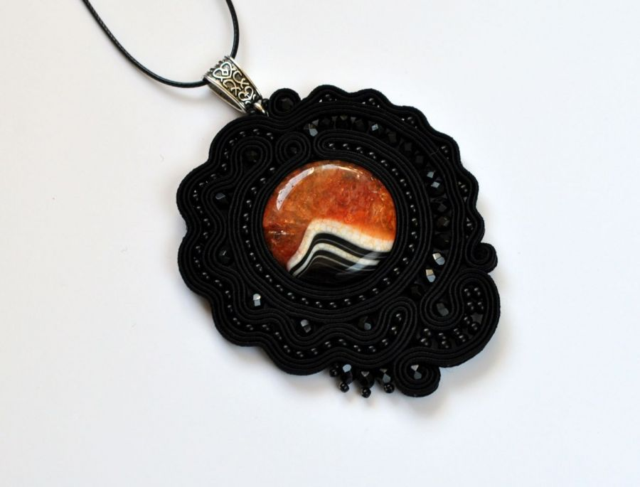 Wisiorek czarny z agatem - wisiorek będzie doskonałym prezentem