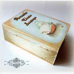Drewniana szkatułka - książeczka Pamiątka Chrztu Świętego - Decoupage.