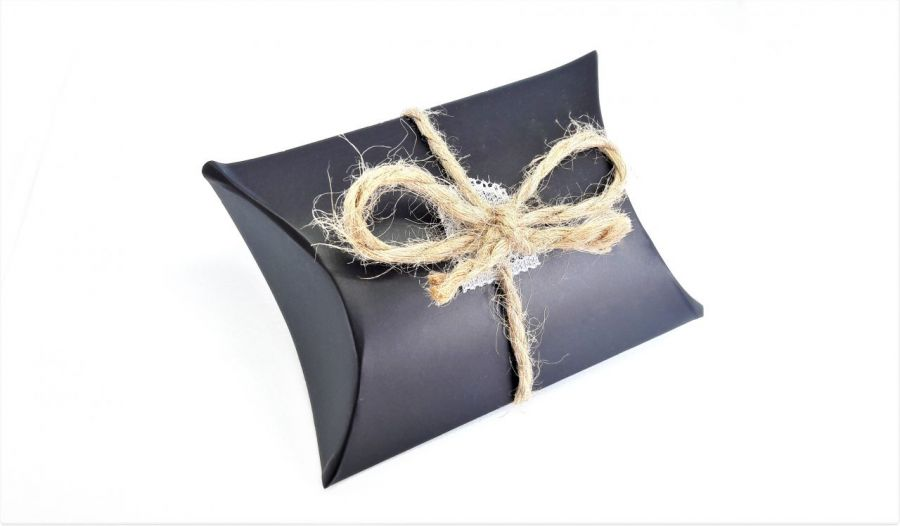 Pudełko ozdobne czarne ze wstążką ze sznurka