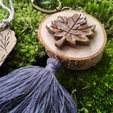 Breloczek drewniany rustykalny liść szary
