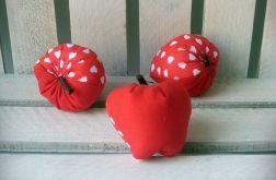 owoce-jabłko czerwone w serca