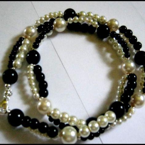 Black and white, perły zawsze eleganckie