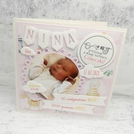 Słodka kartka z okazji narodzin córeczki ze zdjęciem i metryczką NRD 023