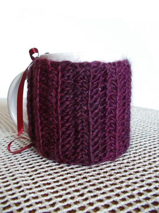 Sweterek na kubek w fioletach
