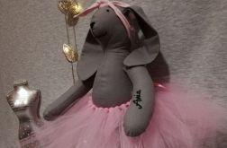 Królik w różowej tutu