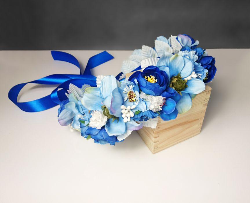 Niebieski wianek ślubny