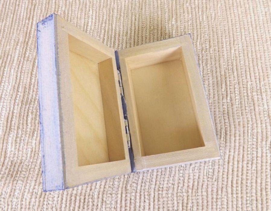 Pudełko malowane m.- Kotek w jasnoniebieskim - wnętrze